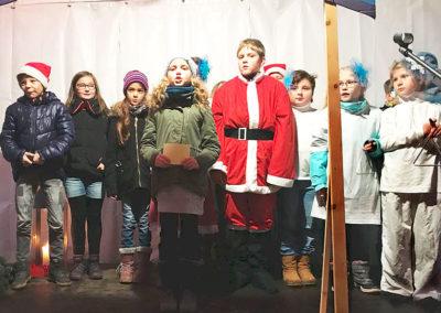 Schmöllner Weihnachtsmarkt und -singen in der Schule, Dezember 2017