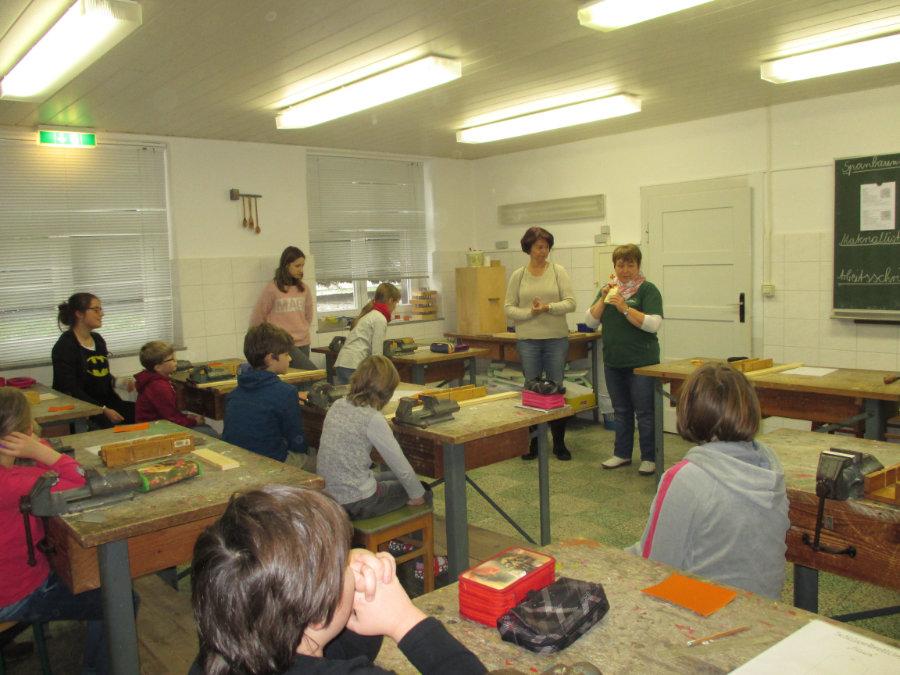 Treffen der deutschen und tschechischen Kinder in der GS Putzkau
